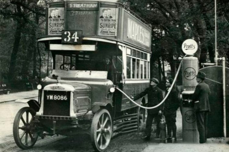 Autobús pirata en Regent's Park, en 1926. ('The Pirate Book')