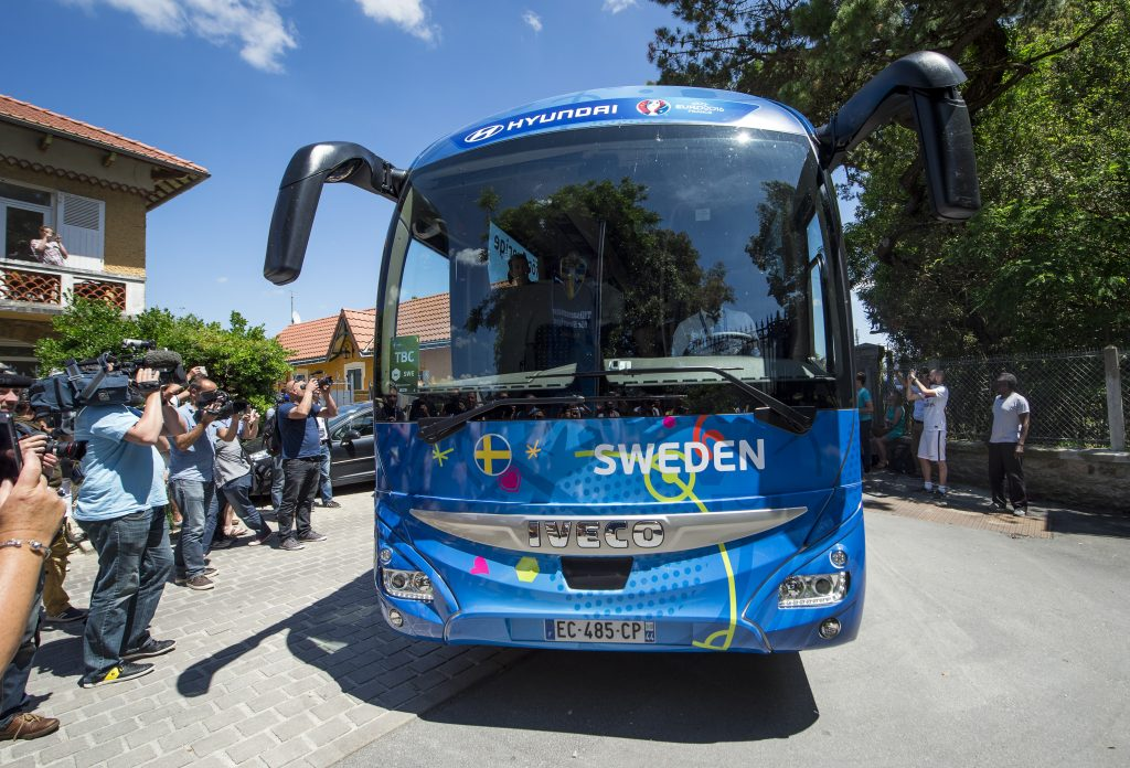 Members of the media film as Sweden's national team players arrive by bus at the Chateau des Tourelles hotel in Pornichet, western France, on June 8, 2016, two days ahead of the Euro 2016 football tournament. / AFP PHOTO / JONATHAN NACKSTRAND
