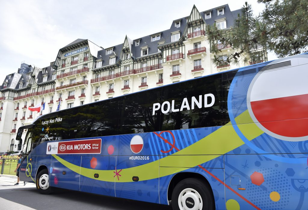 Poland's national team players arrive by bus at the Hermitage hotel in La Baule, western France, on June 7, 2016, three days prior to the beginning of the Euro 2016 football tournament. / AFP PHOTO / LOIC VENANCE