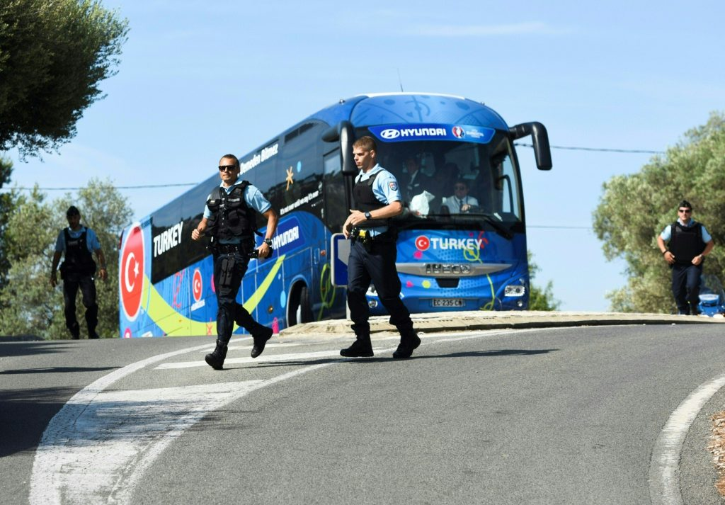 The Turkish national football team is escorted by police as it arrives by bus at the hotel ahead of the Euro 2016 football tournament in Bandol, southeastern France, on June 6, 2016. / AFP PHOTO / BULENT KILIC